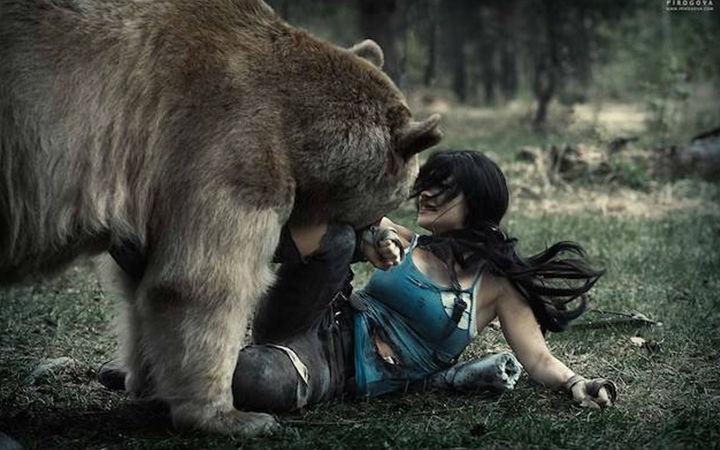 战斗民族的COSer!俄罗斯妹子和熊一起玩COS
