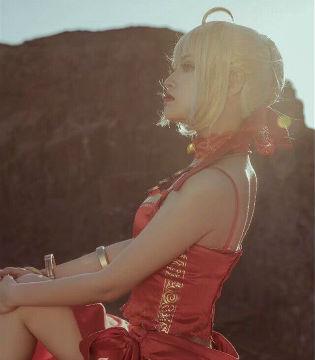 收藏女神美背!《Fate/EXTRA》尼禄的COSPLAY欣赏