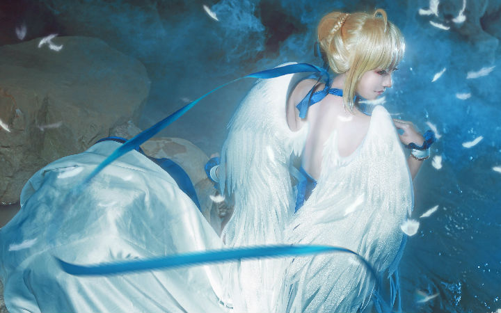 足控福利!《Fate/Zero》Saber插画礼服的COSPLAY欣赏