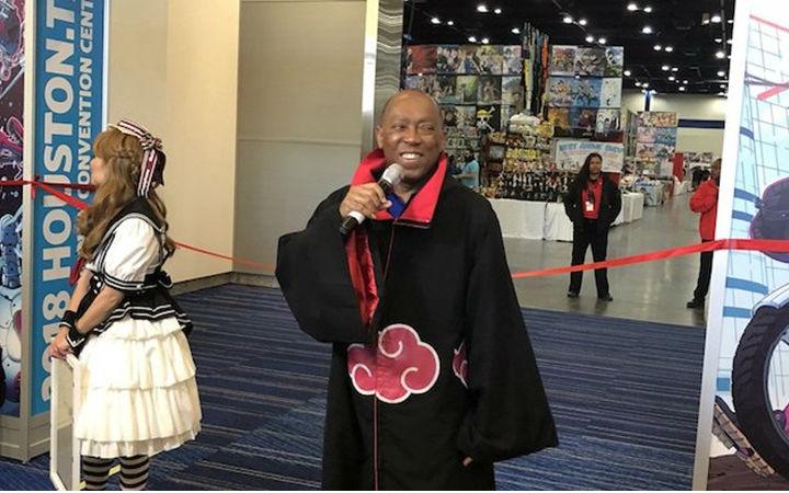 美国63岁黑人市长COS宇智波鼬现身漫展会场