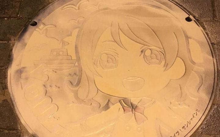 LL水团井盖再遭破坏!被涂料喷涂成白色井盖