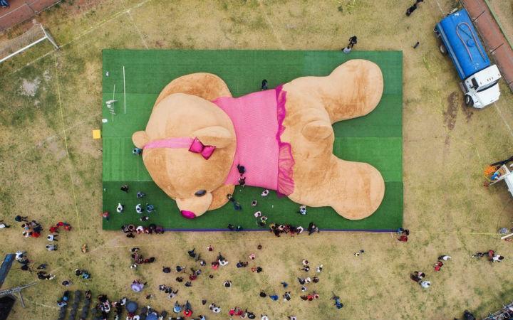 墨西哥公开全长20米泰迪熊!被认定为吉尼斯世界纪录