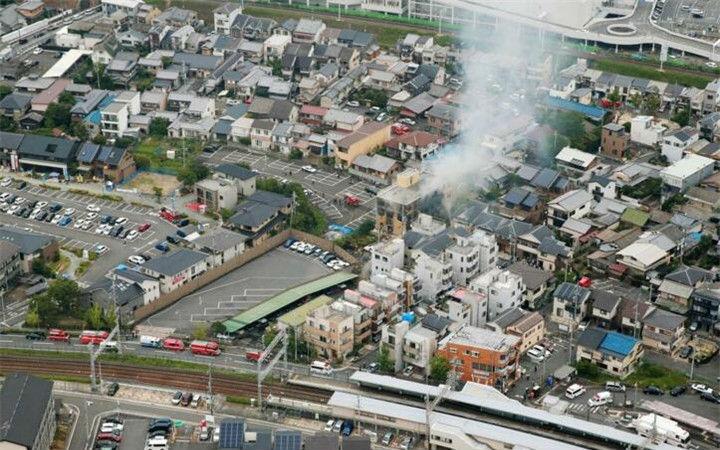 33人死亡!日本警方与消防部门开始进入现场进行勘查