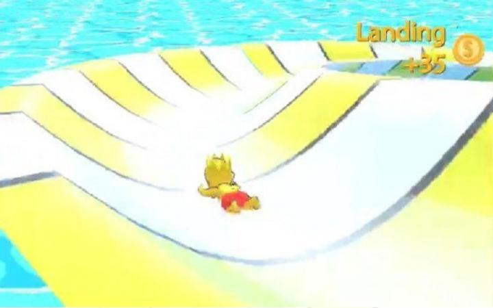 竞速游戏《水上乐园aquapark.io》在滑水道上前进