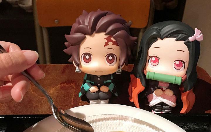 眼睛向上看的可爱炭治郎和祢豆子坐姿手办开订