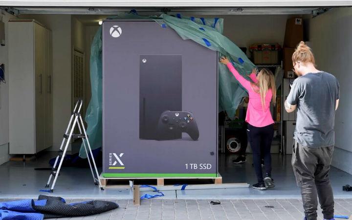 微软制作Xbox Series X形状的电冰箱