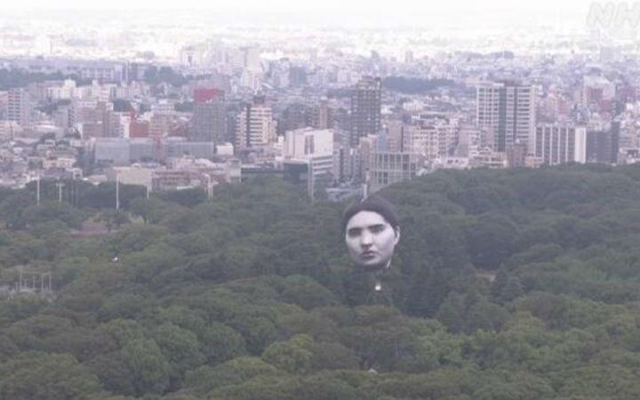 日本展示巨大人头气球!伊藤润二相关作品免费公开