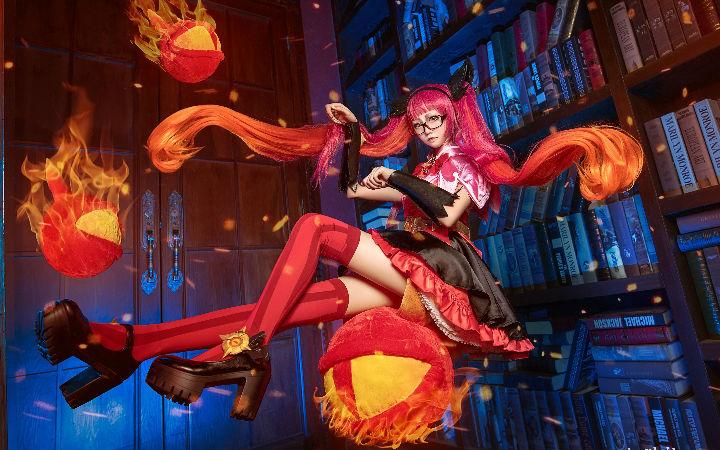 暴力萝莉!《王者荣耀》安其拉的cosplay欣赏