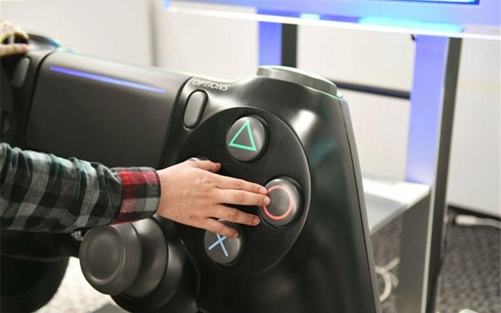 这一手柄下去你可能会死!索尼打造史上最大PS4手柄