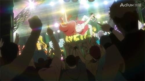 (图5)源樱在首场演出中被观众抛起。明明是偶像却以硬核死亡金属做出道演出。.jpg